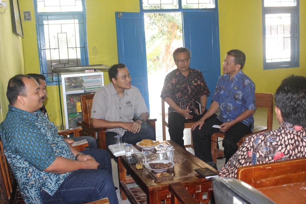 hari pertama akreditasi di kantor smkn 1 tambelangan bersama tim asesor BAN-SN provinsi jawa timur