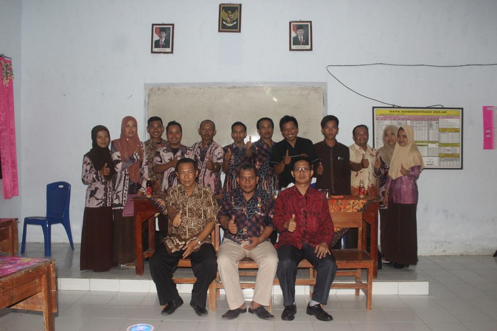 Malam terakhir akreditasi dan foto bersama dengan petugas asesor BAN-SN Provinsi Jatim
